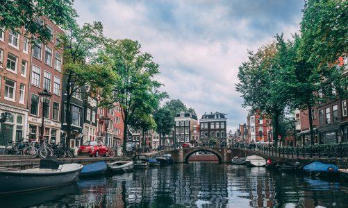 Amsterdam op z'n best beleven? Doe dat op een gehuurde boot!